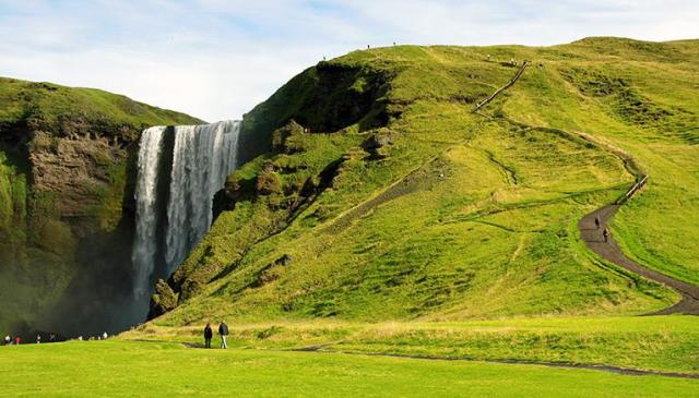 Icelandic landscape frequently calls to mind Middle Earth.