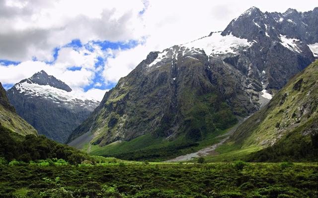 It cannot be a coincidence that Peter Jackson filmed The Lord of the Rings in New Zeland, a land with a landscape that on occasion invokes Iceland.